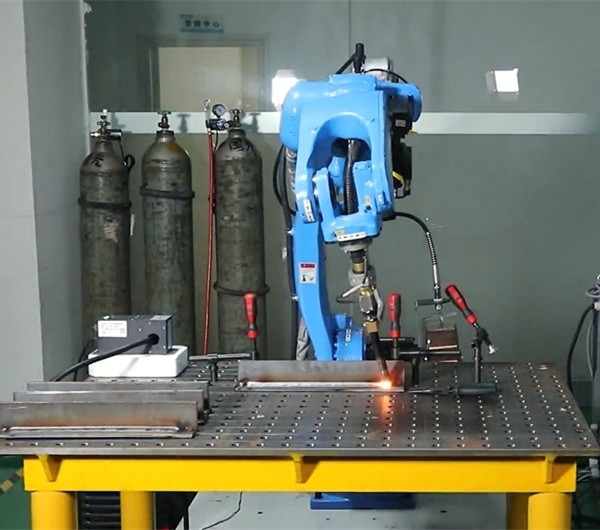 Turin Robot And Arc Tracker Collaborative work for Welding[video] - VIDEO CENTER