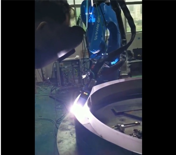 CRP Robot - with external shaft coordination + argon arc welding + laser tracking, great results!